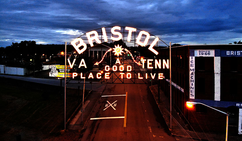 Bristol TN / VA Welcome Sign Illuminated